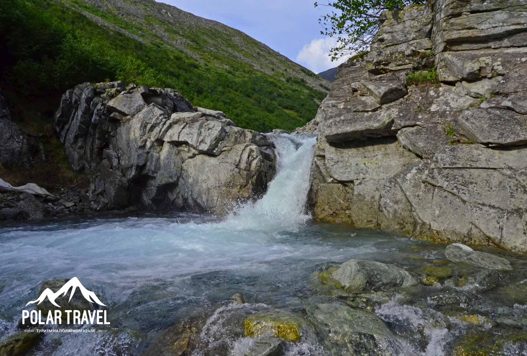 Ручей Медвежий, водопад. Полярный Урал.