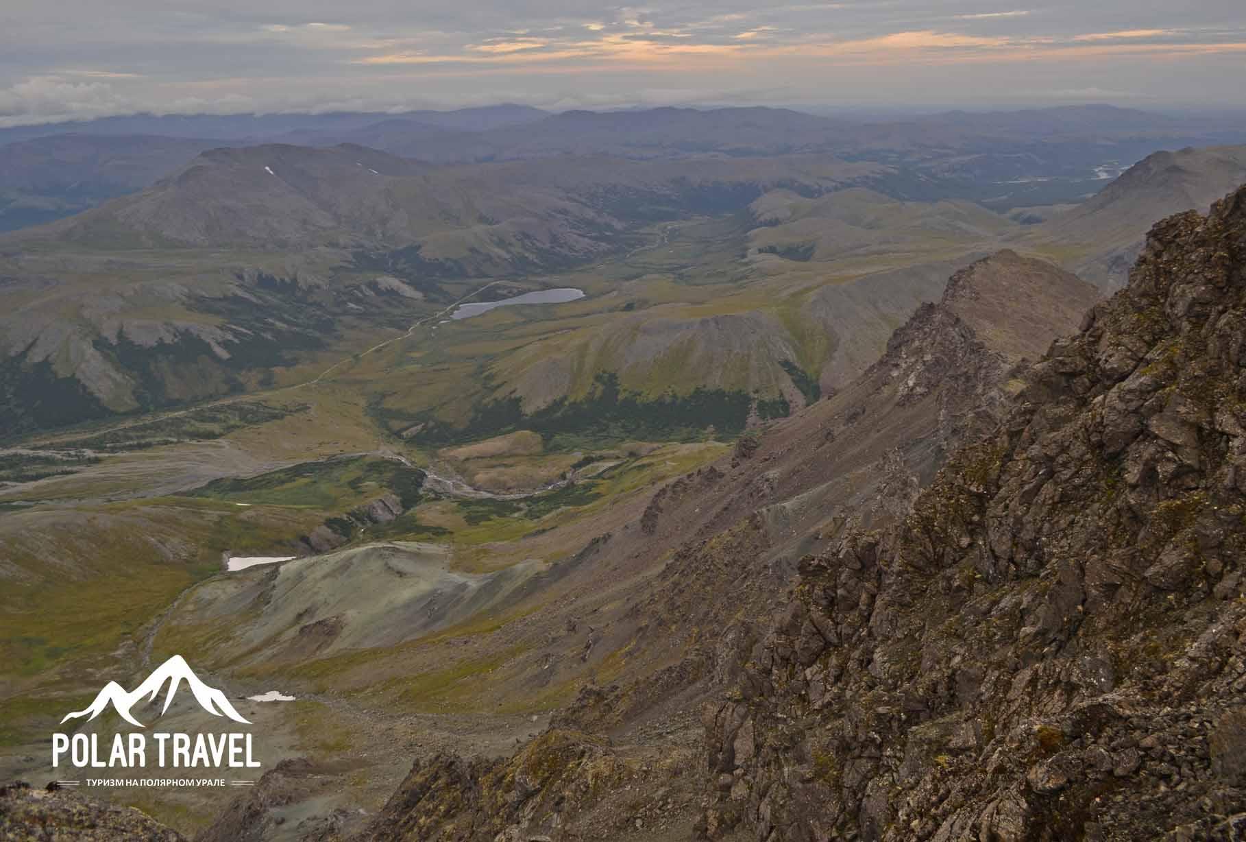 Вид с Динозавра на Нефритовую долину, Полярный Урал.